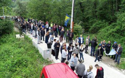 Mještani Buturović Polja blokirali put: Ne damo rijeku Neretvicu