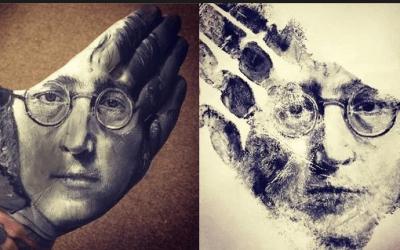 DRUGAČIJI PRISTUP- Umjetnik stvara jedinstvena djela: Slika portrete na šaci pa ih prenosi na papir