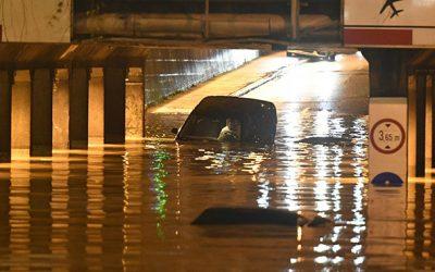 Herojski čin tokom poplava u Zagrebu: Žena skočila i spasila muškarca iz automobila koji tone