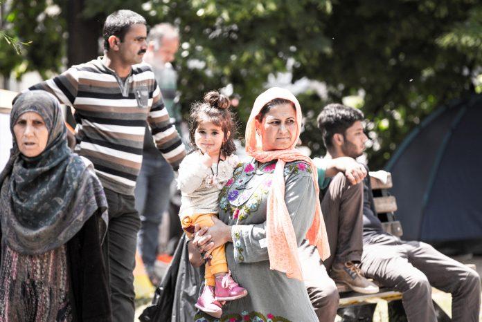 KOLIKO NAM TREBA DA BUDEMO LJUDI: Migranti između dva svjetonazora